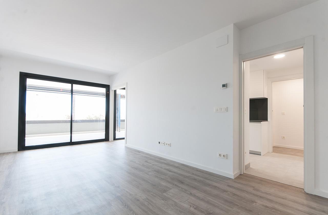 Pisos exteriores con amplio salón y terraza